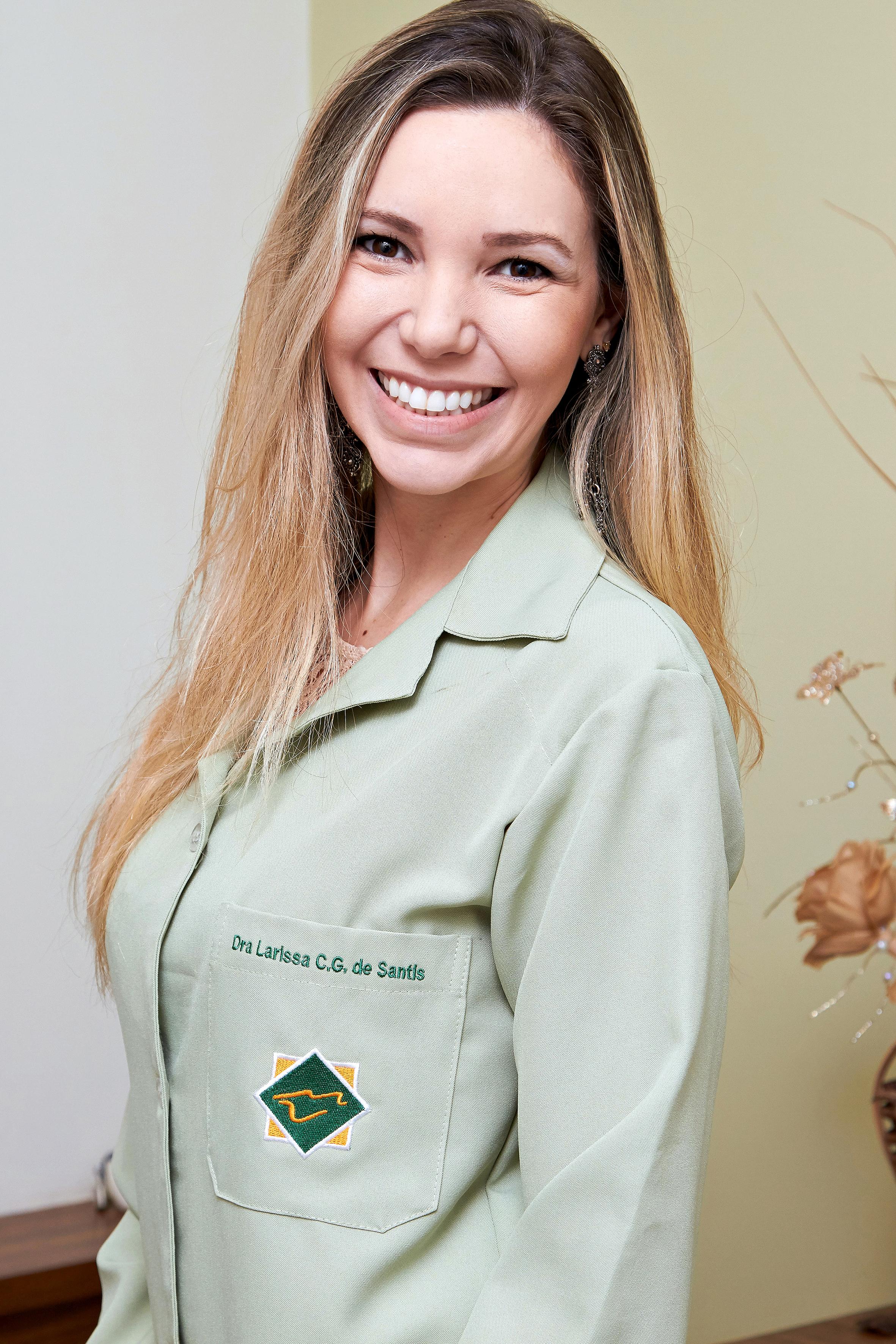 Dra. Larissa de Santis