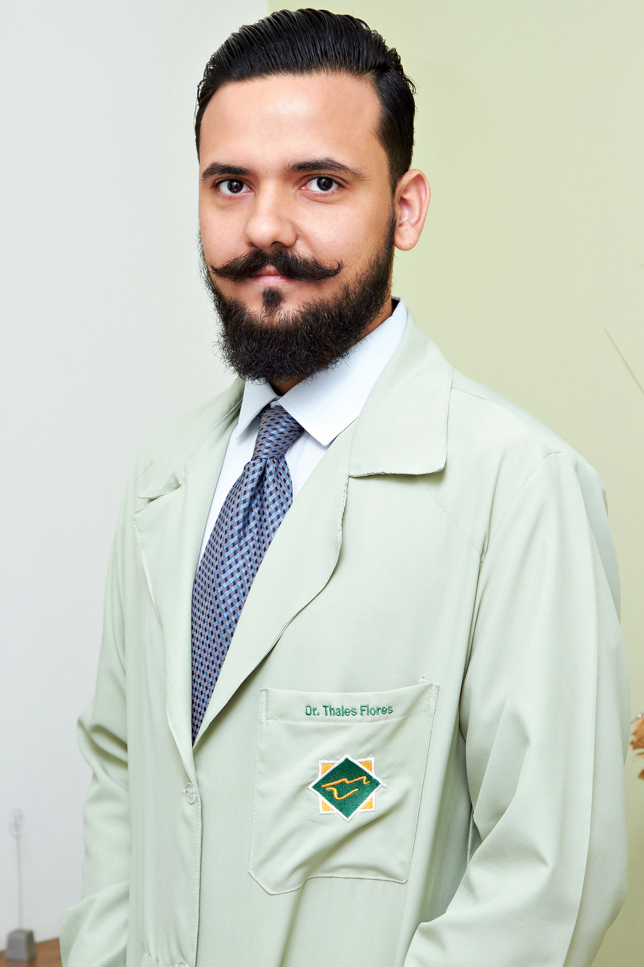 Dr. Thales Flores